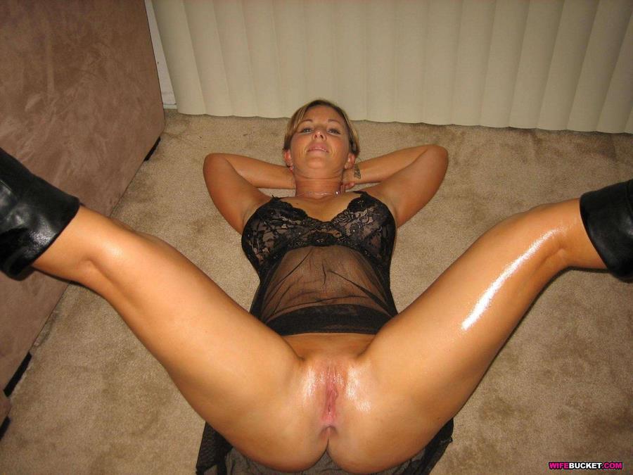 Hot Amateur Wife Nude