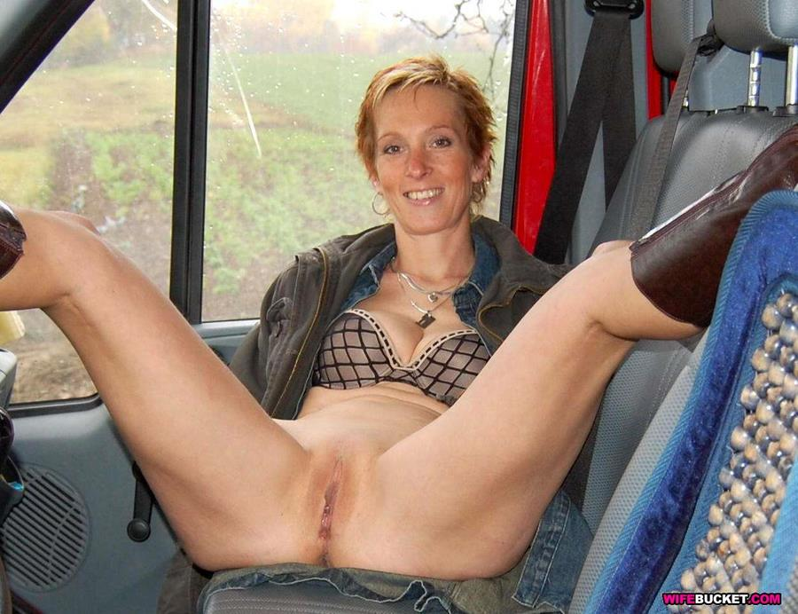 Amateur Milfs And Wives Who Love To Pose Tease