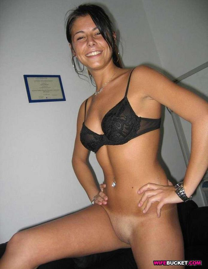 Wife Bucket » Nude wives and MILFs from nextdoor