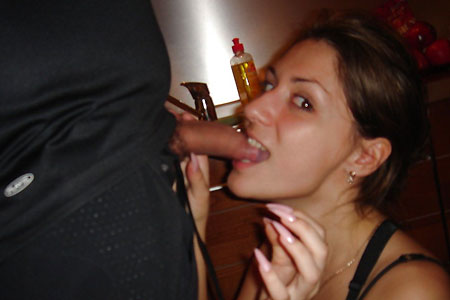 Young MILF loves blowjobs