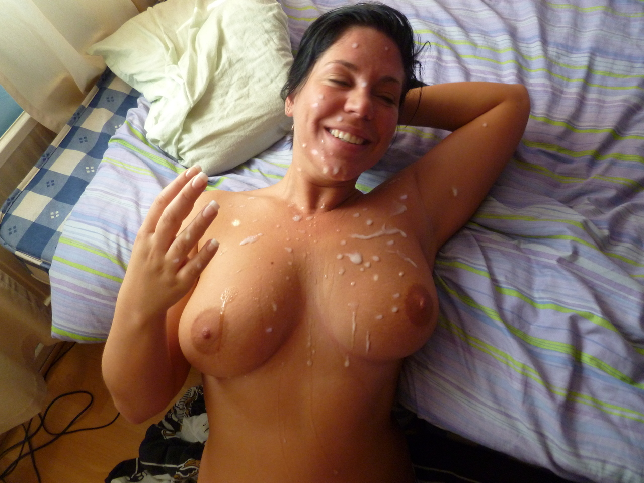 Huge facial cumshot for a hot amateur MILF | WifeBucket ...