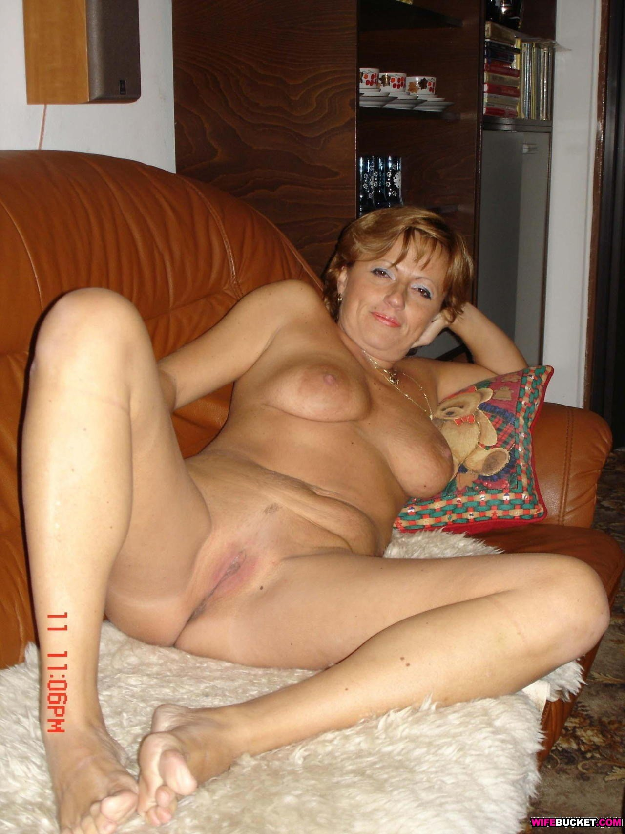 There's only one way to put this - 220,000 photos and 4,900 videos of ...: wifebucket.com/fhg/photo/p10/p10-457-wifebucket-videos/index.php
