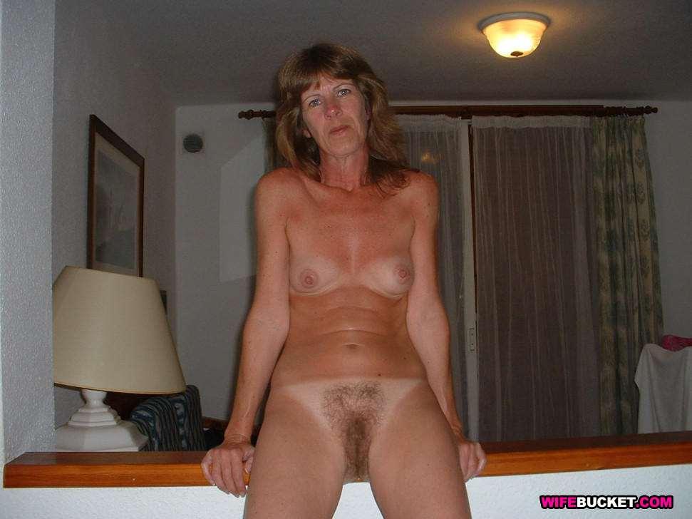 Amateur nude house wife