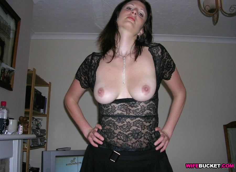 WifeBucket | Drunk MILF wife home nudes